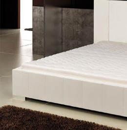 Biela čalúnená posteľ Marika