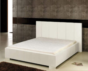 Moderná čalúnená posteľ s rámom z kvalitného dreva