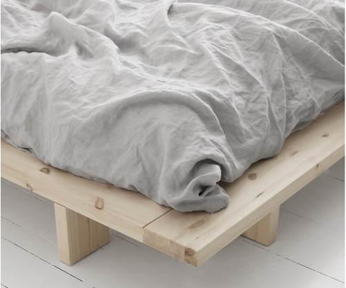 Nízkopodlažná posteľ borovicový masív