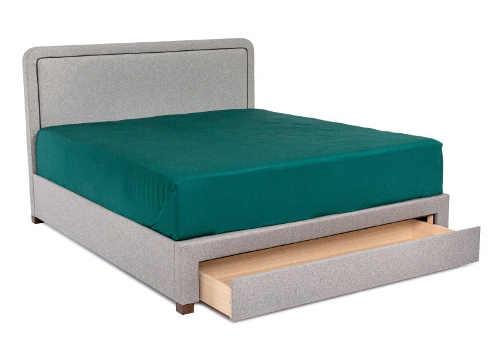 Sivá čalúnená manželská posteľ s výsuvnou úložnou zásuvkou