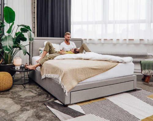 Škandinávska čalúnená manželská posteľ